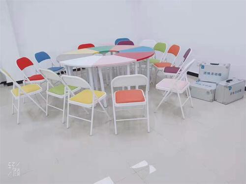 彩色团体活动桌椅.jpg
